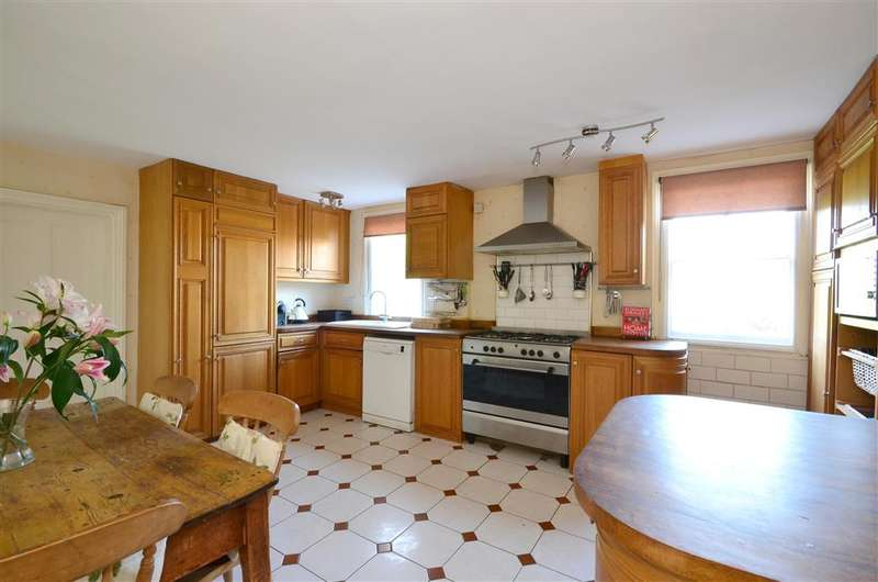5 Bedrooms Detached House for sale in Alkham Valley Road, Dover, Kent