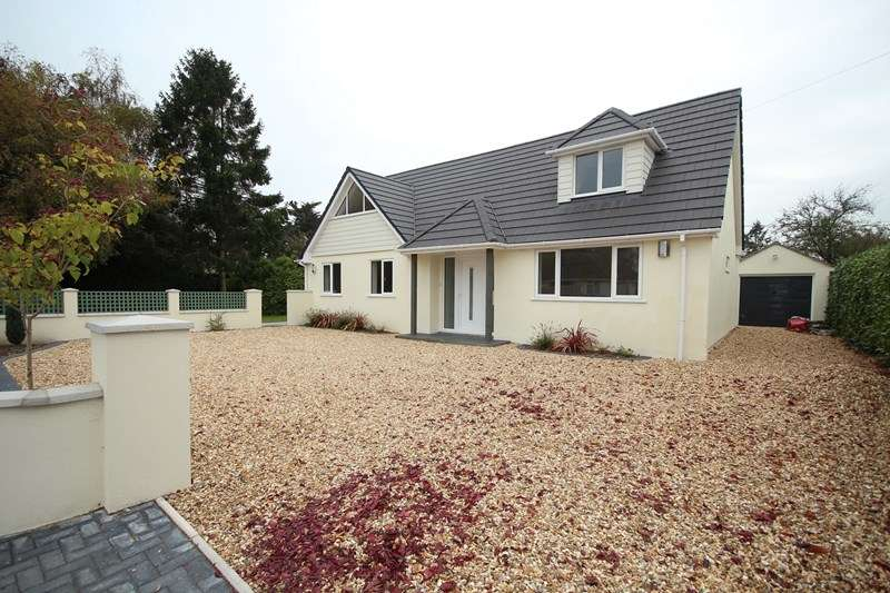 4 Bedrooms Chalet House for sale in Northfield Road, Ringwood