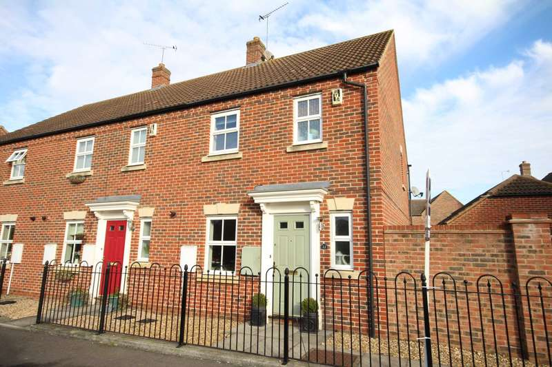 3 Bedrooms Semi Detached House for sale in Spruce Road, Fairford Leys