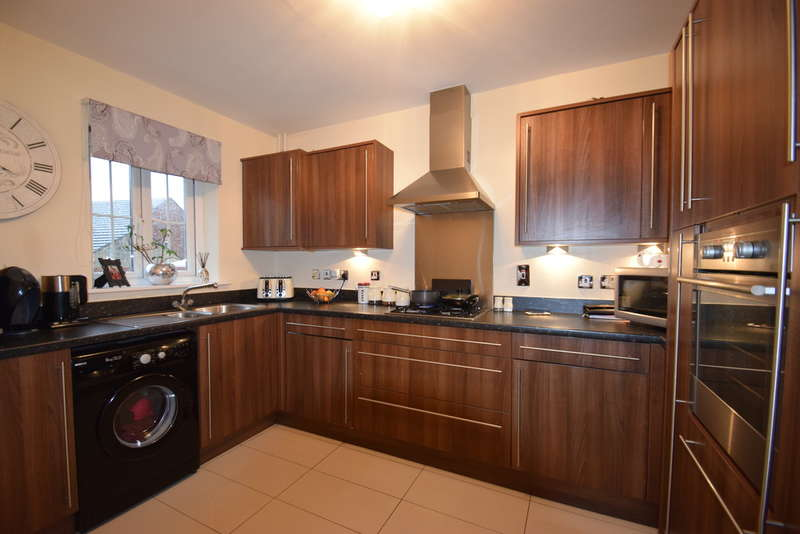 3 Bedrooms End Of Terrace House for sale in 30 Maes Y Piod, Broadlands, Bridgend, Bridgend County Borough, CF31 5FJ.