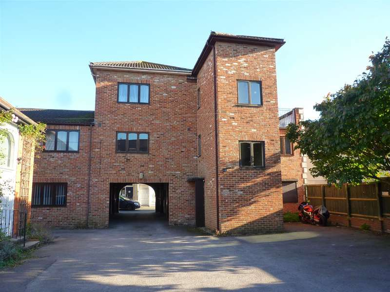 1 Bedroom Flat for sale in Trowbridge