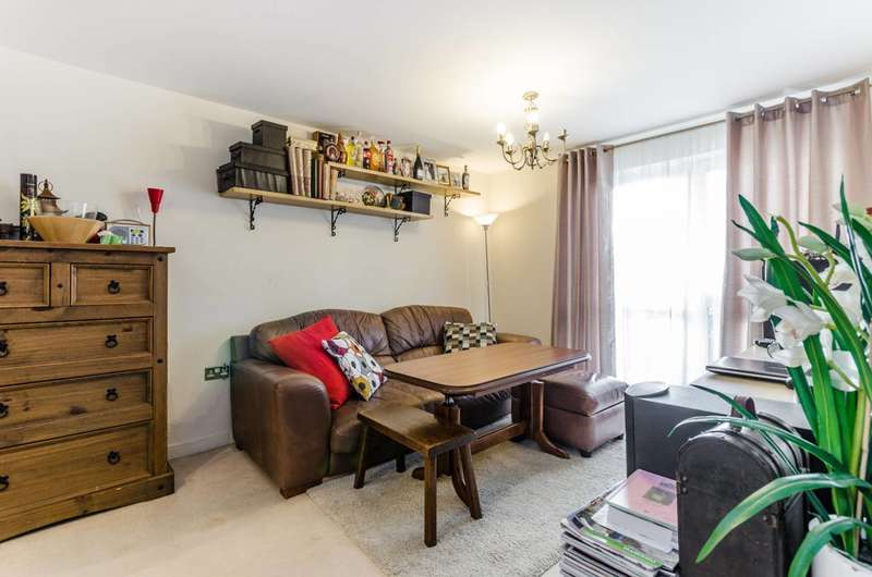 2 Bedrooms Flat for sale in Harry Zeital Way, Clapton, E5