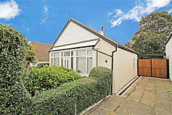 3 Bedrooms Detached Bungalow for sale in Cottenham Road, Eastwood