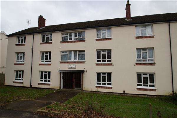 3 Bedrooms Apartment Flat for sale in Priory Road, Burnham, Slough