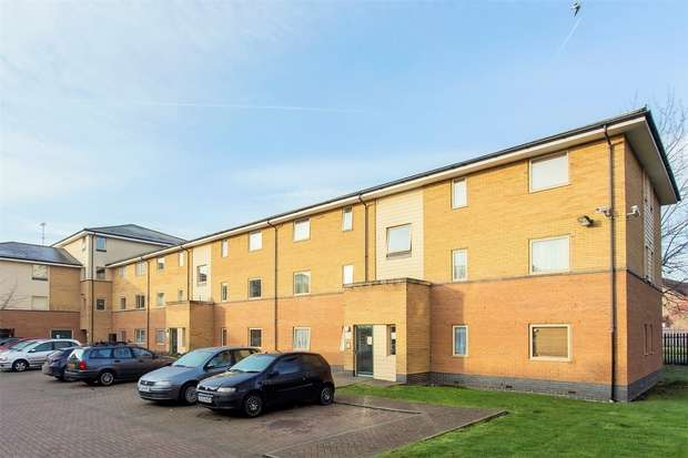 2 Bedrooms Flat for sale in Orton Grove, Enfield, EN1