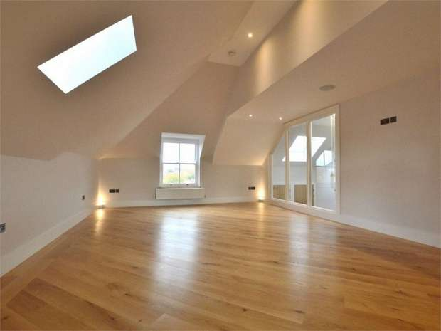 3 Bedrooms Flat for sale in 38 Enmore Road, London