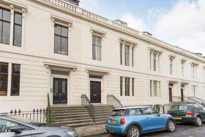 2 Bedrooms Flat for sale in Lansdowne Crescent, Kelvinbridge
