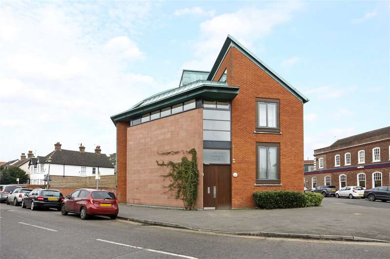 1 Bedroom Flat for sale in Reynolds Court, Baring Road, Beaconsfield, Buckinghamshire, HP9