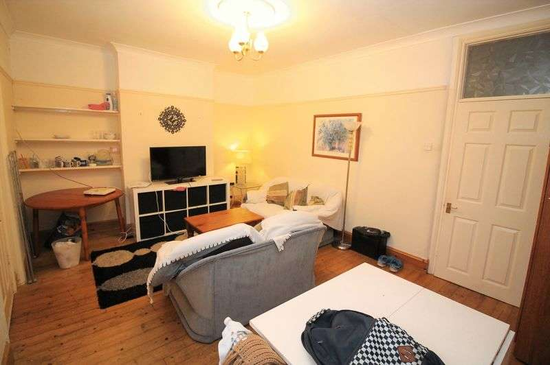 4 Bedrooms Terraced House for rent in Downend Road, Fishponds, Bristol