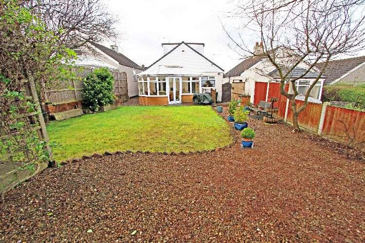 3 Bedrooms Detached Bungalow for sale in Cottenham Road, South Yorkshire, S65 1LF