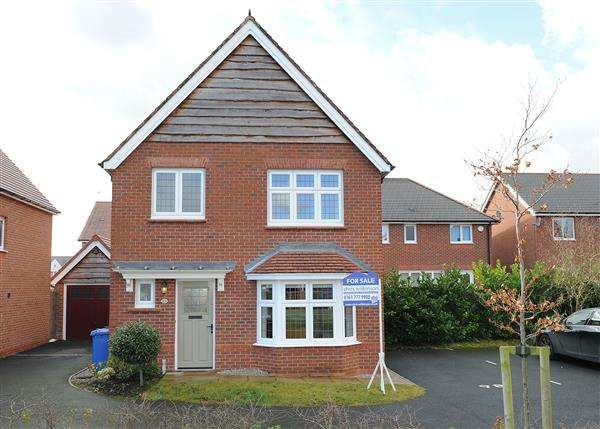 3 Bedrooms Detached House for sale in 8 Daneshill Lane, Cadishead M44 5GN