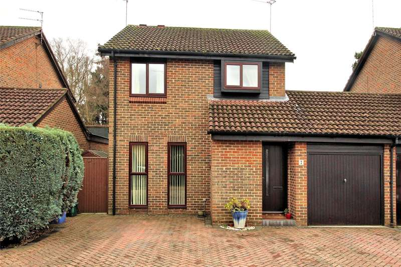 4 Bedrooms Link Detached House for sale in Tresillian Way, Woking, Surrey, GU21