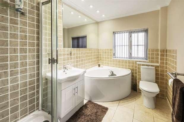 4 Bedrooms Detached Bungalow for sale in Farnham, Surrey