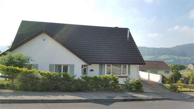 5 Bedrooms Detached Bungalow for sale in Snowdon Close, Risca, NEWPORT, Caerphilly
