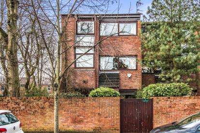 4 Bedrooms End Of Terrace House for sale in Oaker Place, Oaker Avenue, Manchester, Greater Manchester