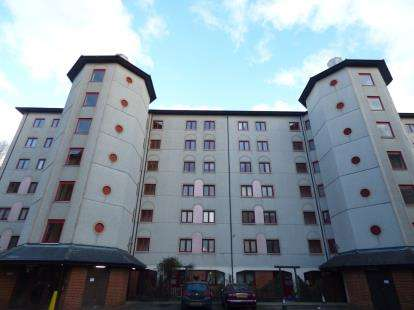 1 Bedroom Flat for sale in Geddington Court, Eleanor Way, Waltham Cross, Hertfordshire