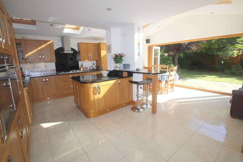 5 Bedrooms Detached House for sale in Old Priory Close, SOUTHAMPTON