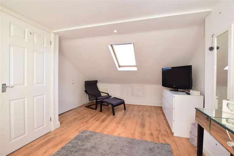 3 Bedrooms Bungalow for sale in Greenfield Crescent, Patcham, Brighton, East Sussex