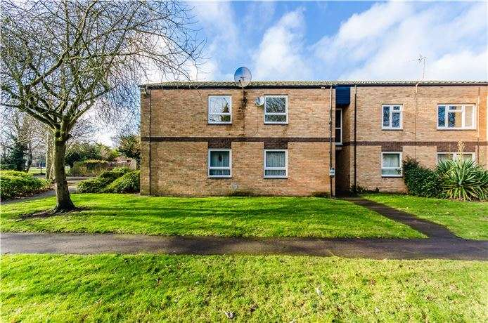 2 Bedrooms Flat for sale in Tenby Close, Cherry Hinton, Cambridge