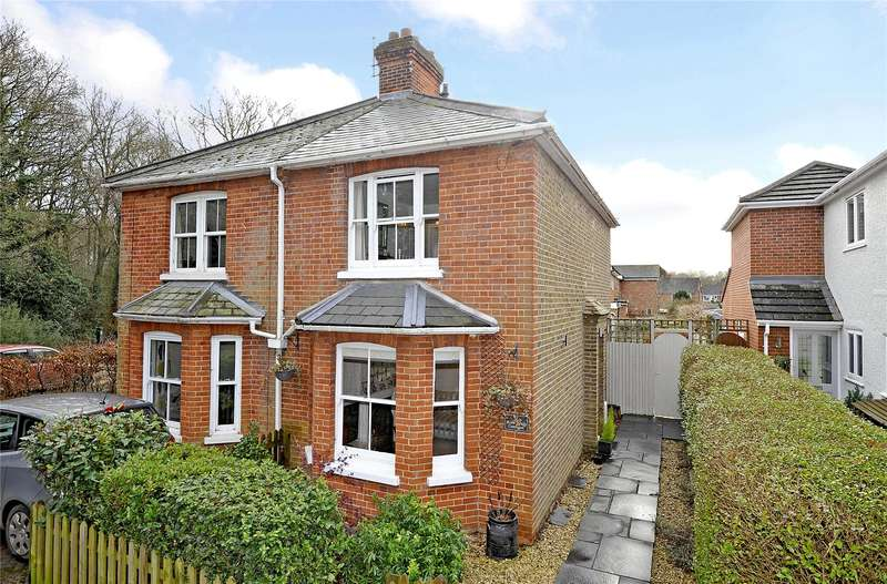 2 Bedrooms Semi Detached House for sale in Rose Bank Cottages, Woking, Surrey, GU22