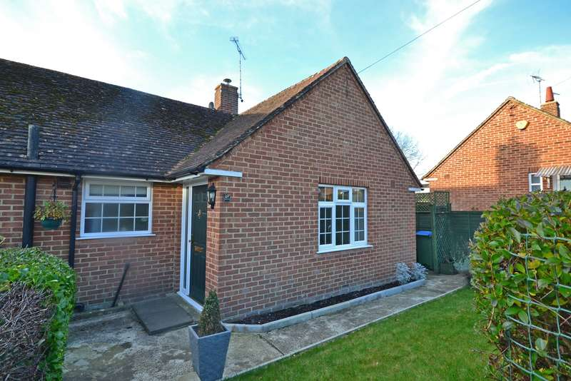 2 Bedrooms Bungalow for sale in Rivermead, Pulborough, RH20