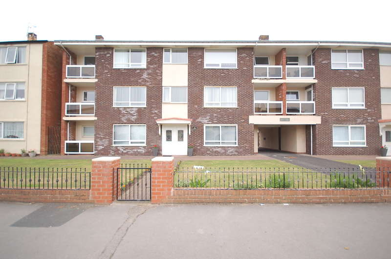 2 Bedrooms Flat for sale in Clifton Drive, Blackpool