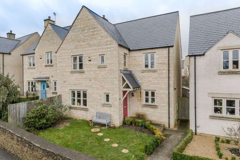 4 Bedrooms Semi Detached House for sale in Cornwall Close, Tetbury
