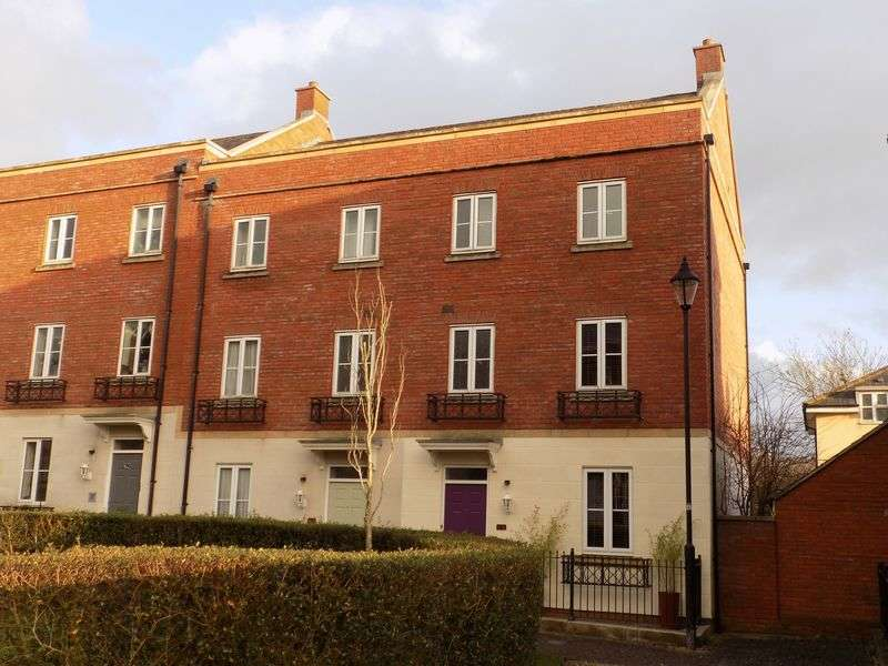 4 Bedrooms House for sale in Elgar Close, Redhouse