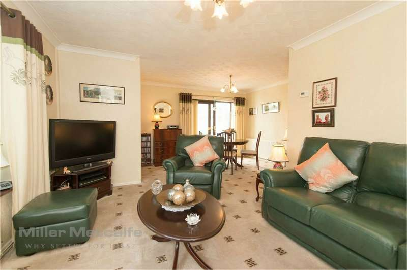 2 Bedrooms Detached Bungalow for sale in Cotefield Avenue, Great Lever, Bolton, Lancashire