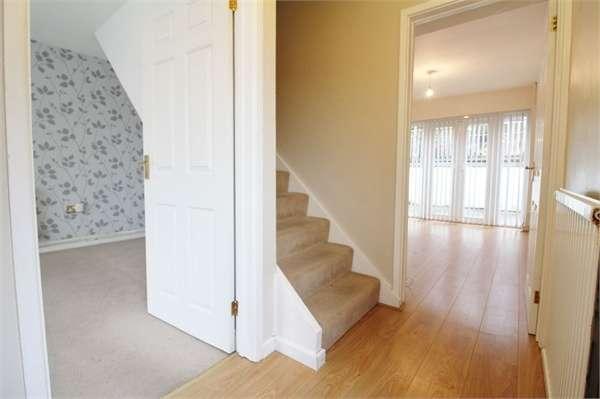 3 Bedrooms Semi Detached House for sale in Parklands Close, Rogerstone, NEWPORT