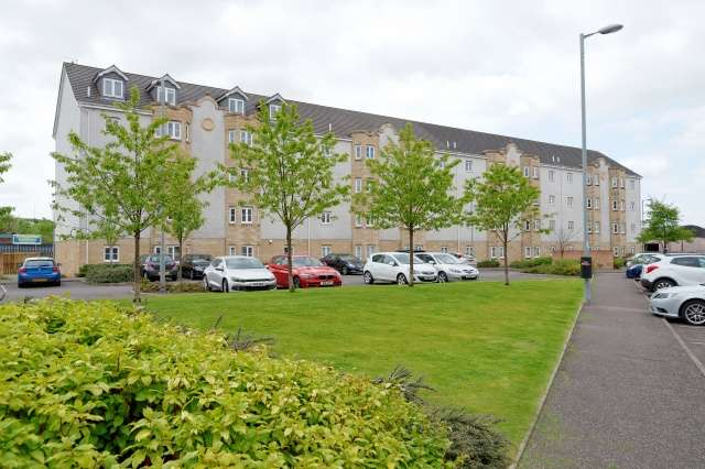 3 Bedrooms Flat for sale in Lloyd Court, Rutherglen, Glasgow, G73 1NS