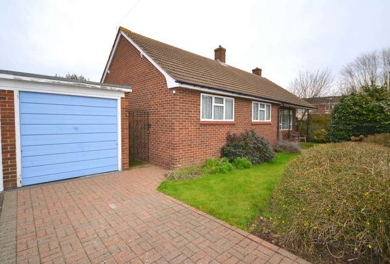 3 Bedrooms Detached Bungalow for sale in Shepperton