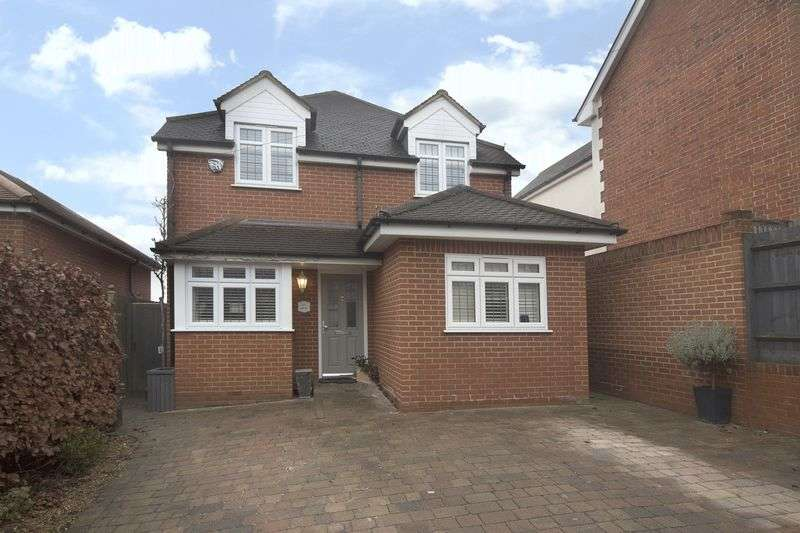 4 Bedrooms Detached House for sale in Coppice Row, Theydon Bois