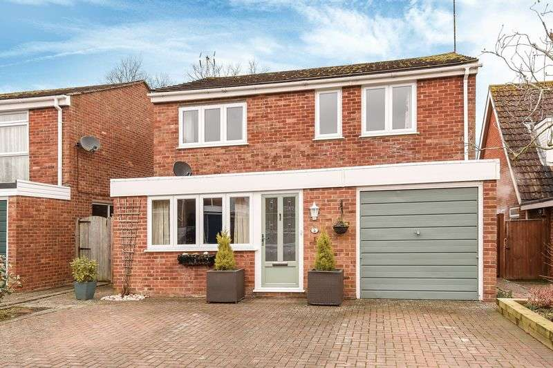 3 Bedrooms Detached House for sale in Latton Close, Chilton