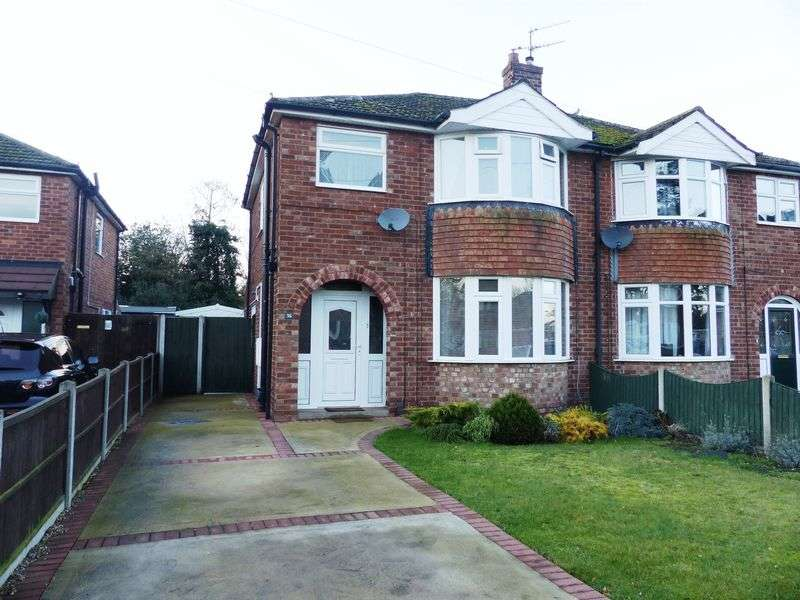 3 Bedrooms Semi Detached House for sale in Park Avenue, Lincoln
