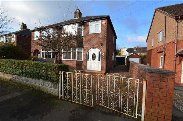 3 Bedrooms Semi Detached House for sale in Robertville Road, Bucknall, Stoke-On-Trent