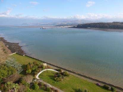 2 Bedrooms Flat for sale in Glyn Garth Court, Glyn Garth, Menai Bridge, Anglesey, LL59