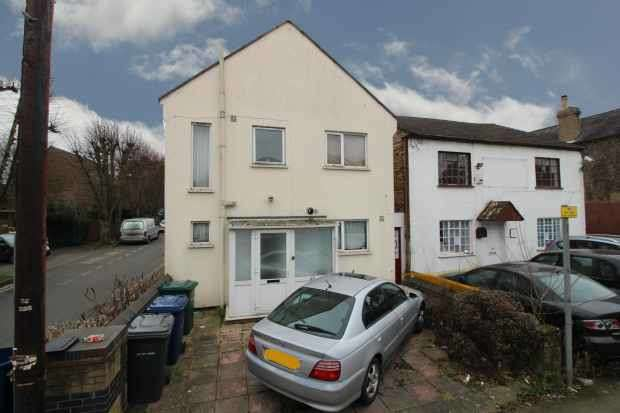 4 Bedrooms Detached House for sale in Victoria Road, Barnet, Greater London, EN4 9PF