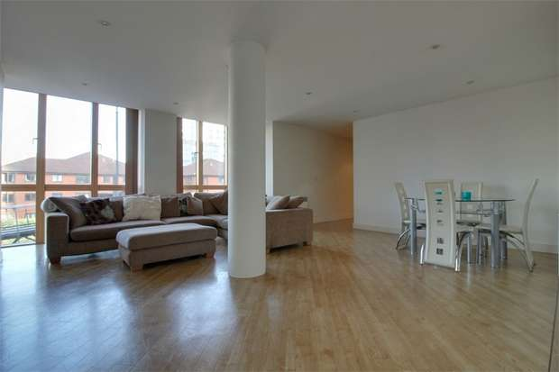 2 Bedrooms Flat for sale in Canal Wharf, 12 Waterfront Walk, Birmingham, West Midlands