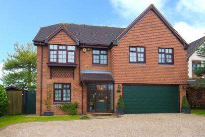 5 Bedrooms Detached House for sale in Hanyards Lane, Cuffley, Potters Bar, Hertfordshire