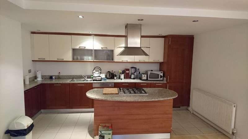 2 Bedrooms Flat for sale in Lanesborough Court, 1 Fanshaw Street, London N1