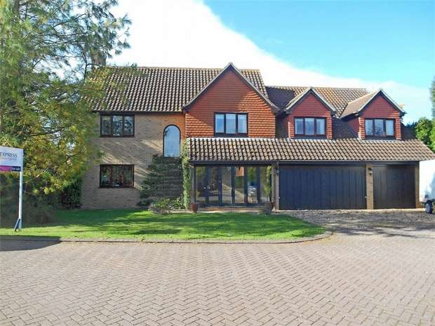 5 Bedrooms Detached House for sale in Stanbrook Way, Yielden, Bedford