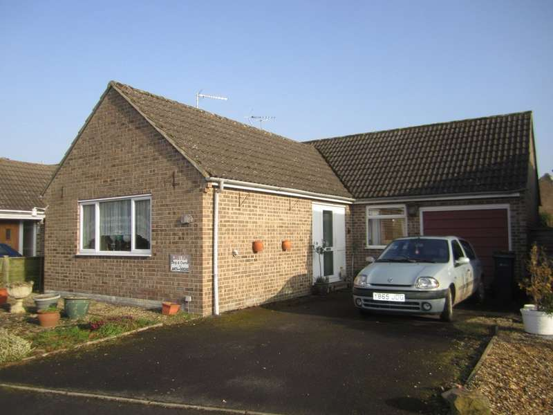 2 Bedrooms Detached Bungalow for sale in Lakeside, Fairford