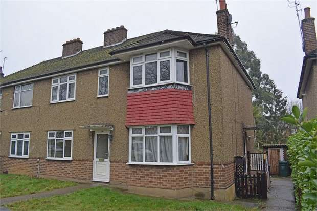 2 Bedrooms Maisonette Flat for sale in Brunswick Park Road, London