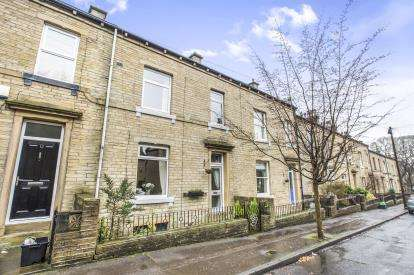 4 Bedrooms Terraced House for sale in Chester Road, Halifax, West Yorkshire