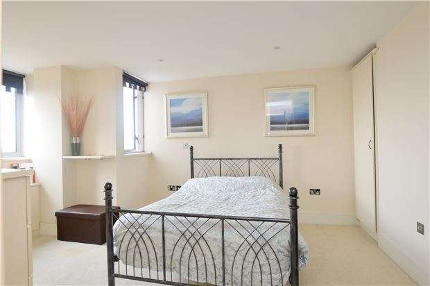 2 Bedrooms Flat for sale in Enjoy views of Canary Wharf from your Romford apartment