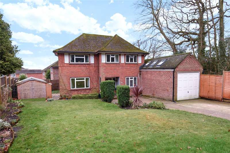 4 Bedrooms Detached House for sale in Fernhill Close, Blackwater, Camberley, GU17