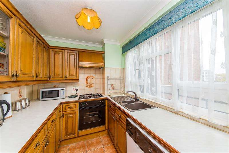 2 Bedrooms Flat for sale in The Grange, Lisgar Terrace, London, W14