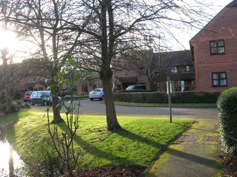 2 Bedrooms Property for sale in Farm View Drive, Basingstoke, Hants RG24 8EX