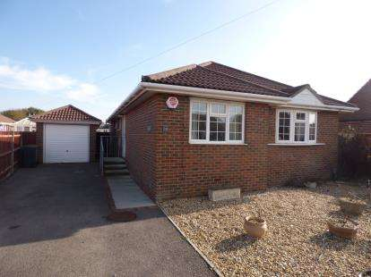 3 Bedrooms Bungalow for sale in Hayling Island, Hampshire